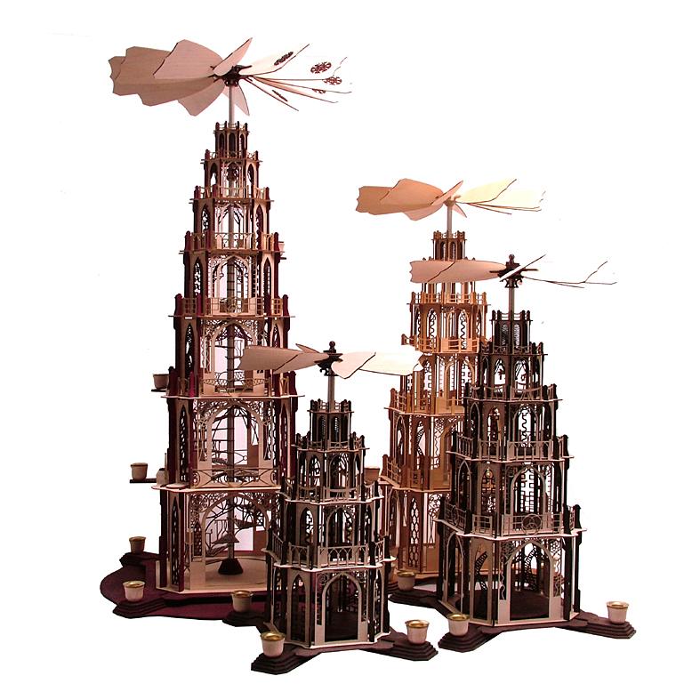 Gruppenbild gotischer Pyramiden aus der Manufaktur DAMASU