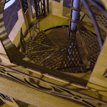 Die im <strong>Erzgebirge</strong> heimische Firma entwickelte ihre <strong>DAMASU-Pyramide</strong> nach alten Holzsägevorlagen mit moderner Lasertechnik.
